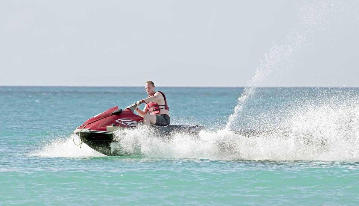 Alquiler Moto Agua Ibiza